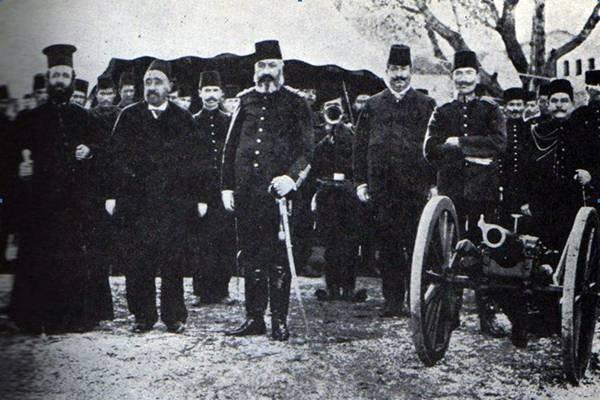 Митрополитот Каравангелис со турците